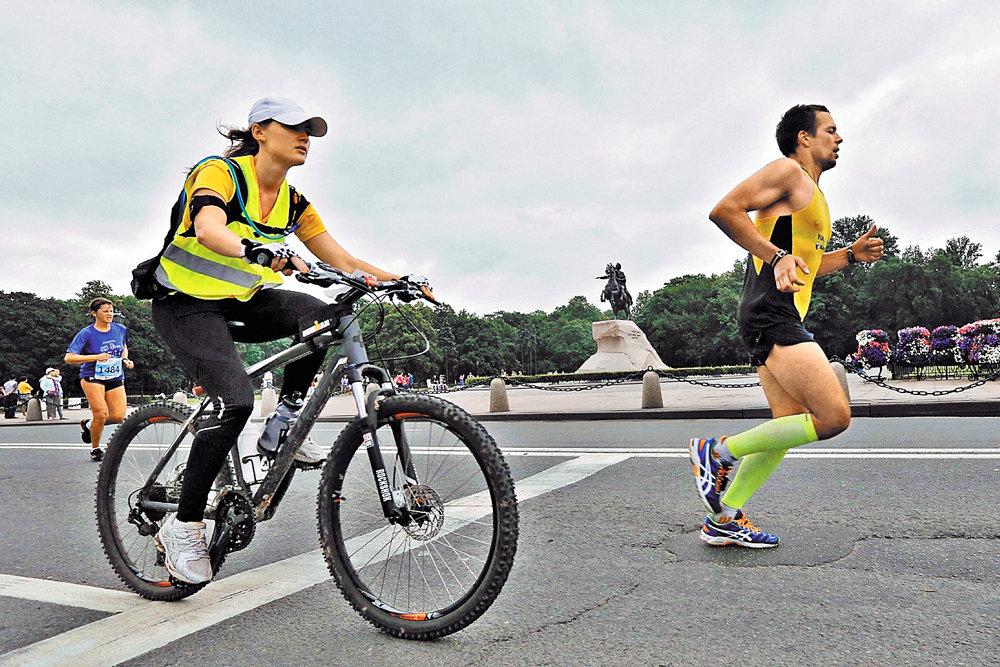 Что лучше: бег или велосипед (эффективнее и полезнее)