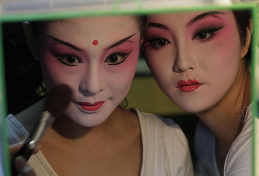 До и после макияжа китаянок